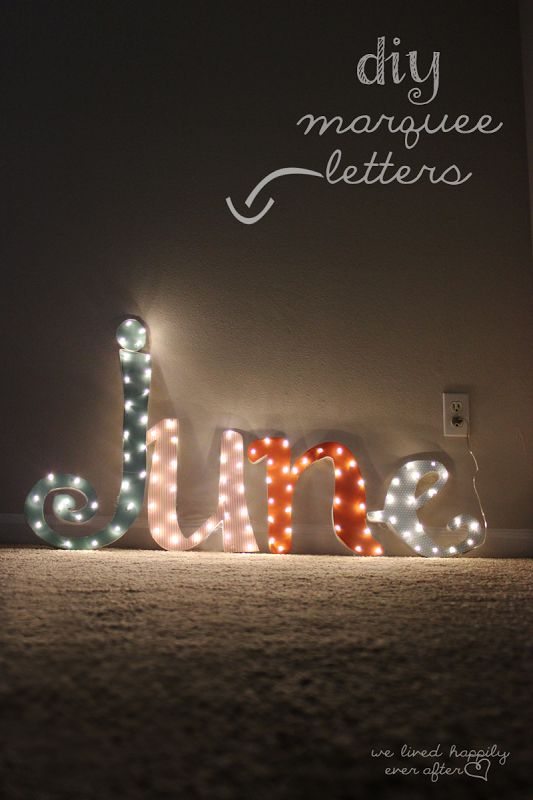 Can't believe this is a DIY- and it  was only $7 to make?! DIY Marquee Light {and how to make it in your own Custom Font!}May try it..