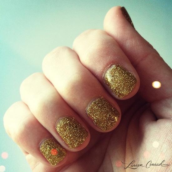 the perfect gold glitter #manicure