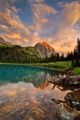 Изгрев над сините езера в планината Снефълз, Колорадо, САЩ