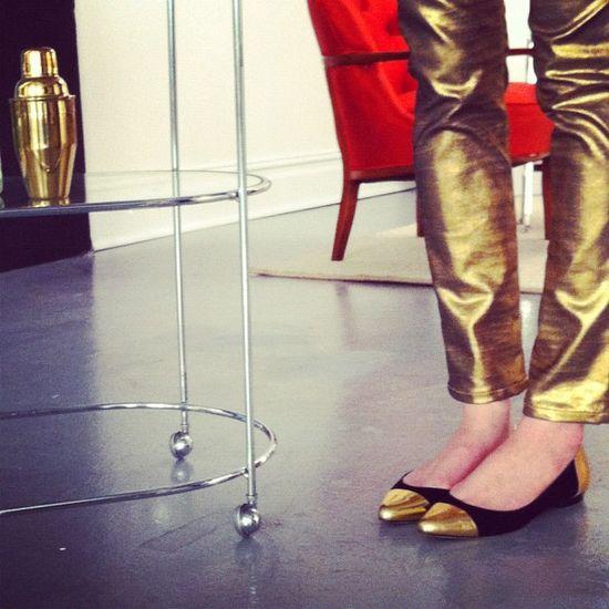 #dresscolorfully gold toe gold pant