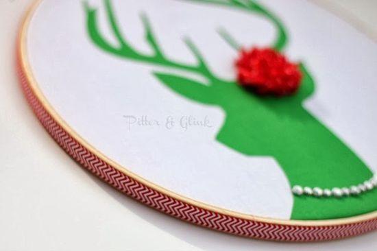 Reindeer Hoop Art - Simple, adorable DIY gift idea.