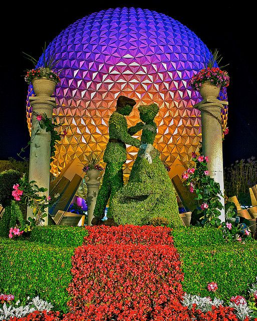 Epcot - Cinderella and Prince Charming in topiary