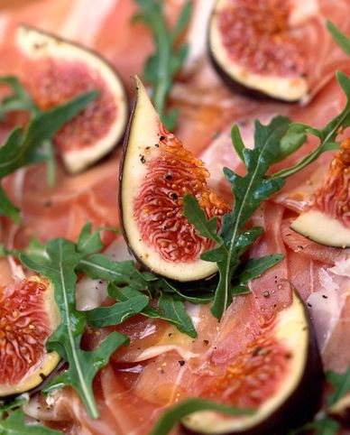 fresh fig salad and arugula