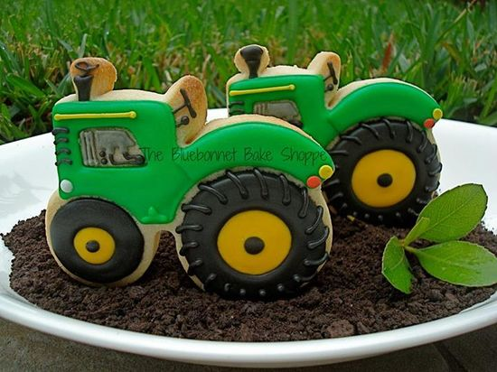 #Cute #JohnDeer #Tractor #Decorated #Cookies via #TheCookieCutterCompany