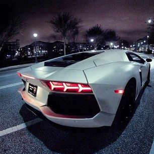 WOW thats a sexy rear! Can only be the Aventador! #Lambo