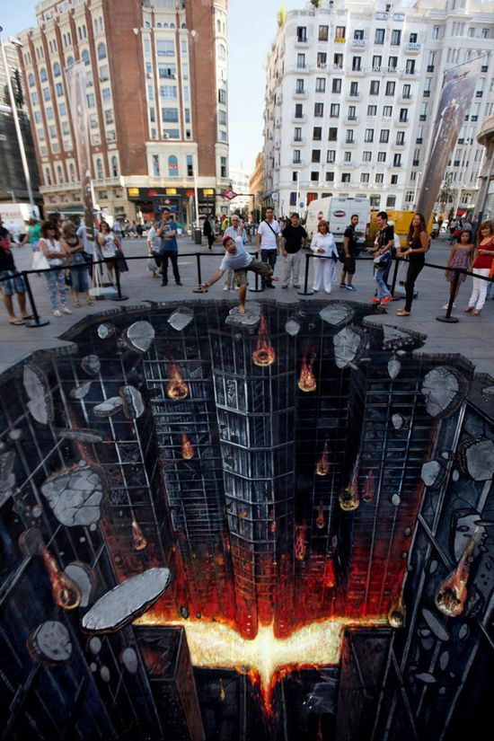 This is freaking cool. To celebrate the European premiere of The Dark Knight Rises, this super rad 3D street art was created in Madrid, Spain.