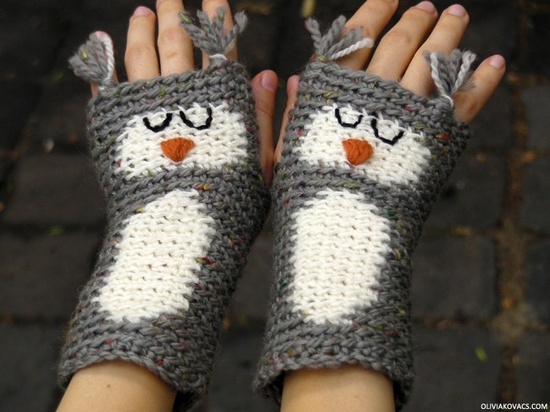 {Owl fingerless gloves} these are so adorable!