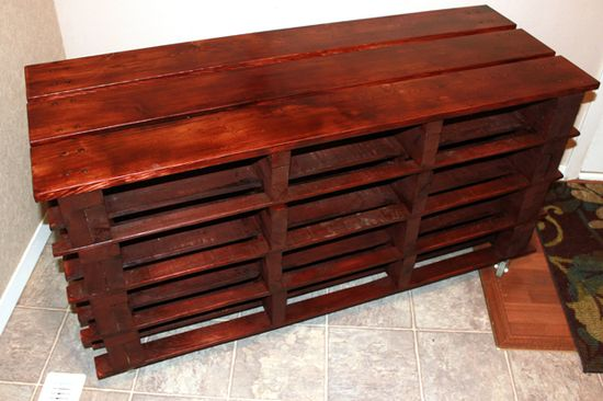 DIY Pallet Shoe Storage Bench from pallets