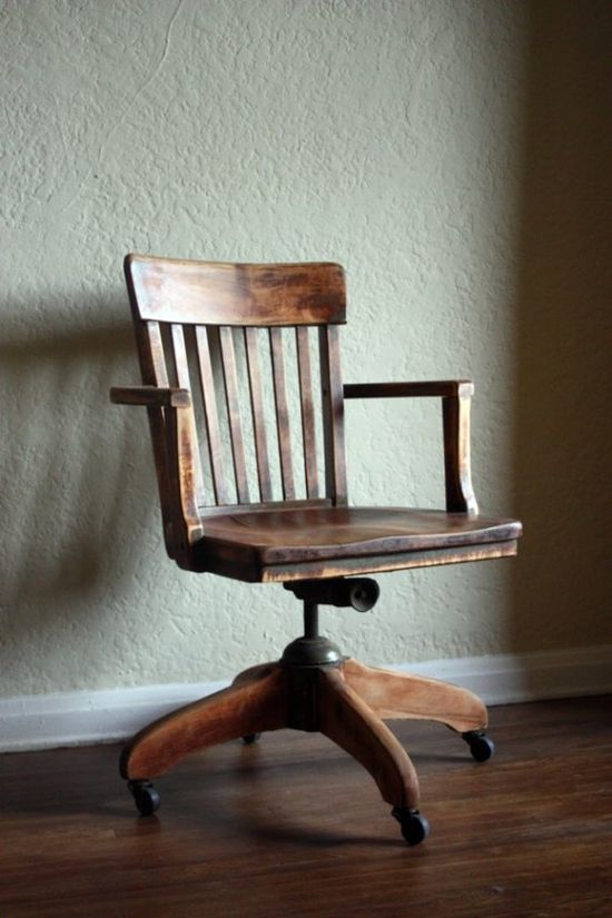 Sinaia's Desk chair that found in the street