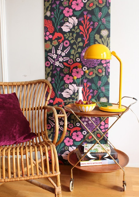 love this wallpaper (Josef Frank's inspiration !)