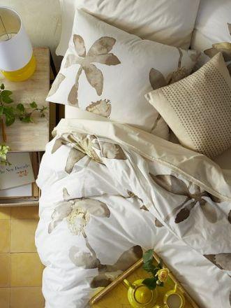 #bedding #floral #flowers #decor #design #bedroom #neutral