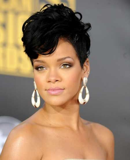 Fabulous Rihanna's Short Hairstyle