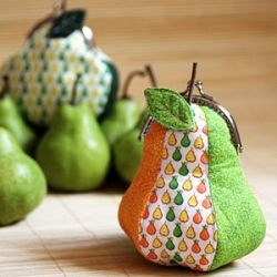 As delicious as a real pear.... free pattern and tutorial included.