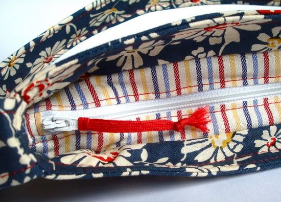 recessed zipper... and a bunch of other tutorials to make pouches/bags/wallets