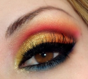Sunset insprired gold, red, orange and blue dramatic eye make up #eyes #makeup #eyeshadow by dolores