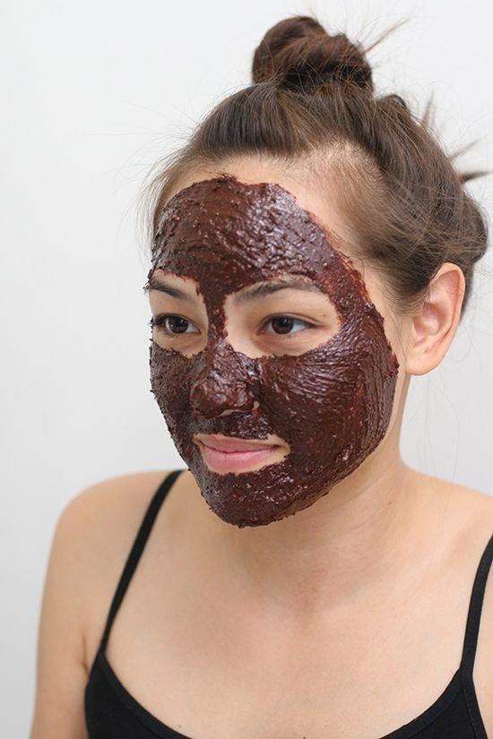 DIY: edible chocolate face mask