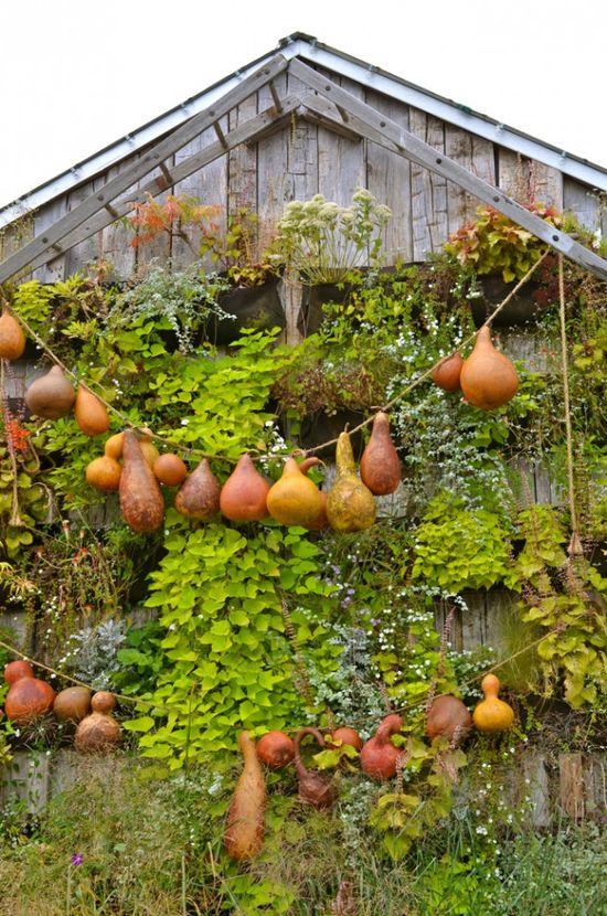 Incredible outdoor autumn decor   - Impressive Autumn Garden Decor Ideas