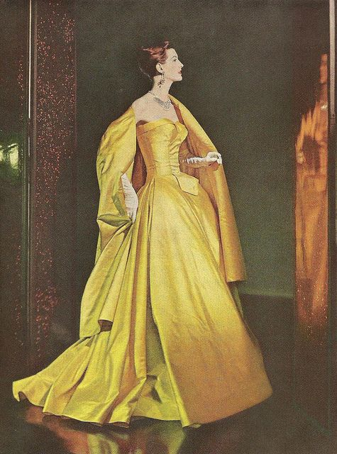 Resplendent gold evening wear elegance. #vintage #1950s #fashion #gowns #dresses