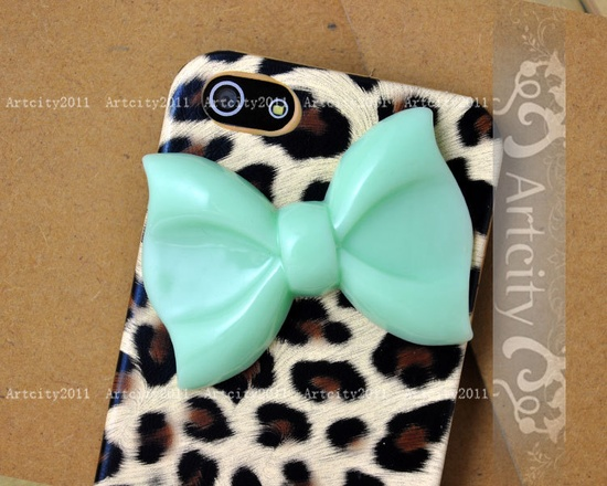 Bow Iphone 5 case, so cute. If I had an iphone, I'd have this!!
