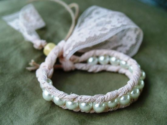 DIY Lace and pearl bracelet.