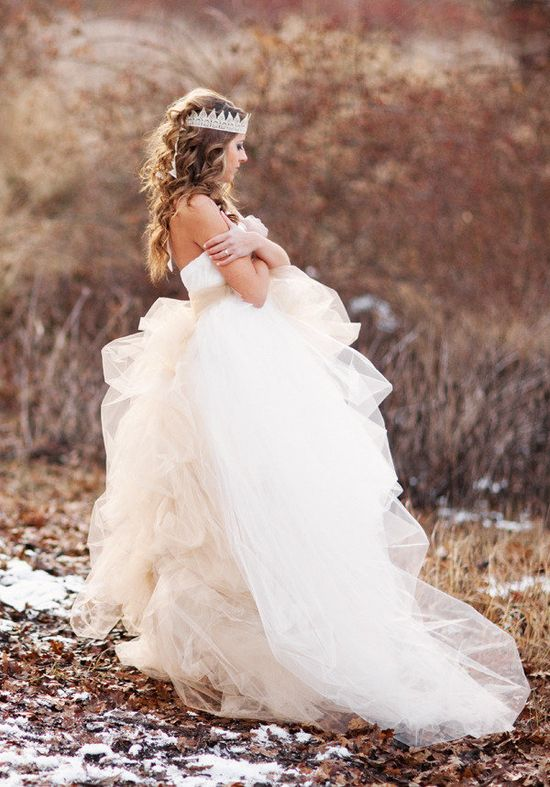 We should ALL feel like a princess every now and then ;) Photography by amandakphotoart.com, Gown by simplemarie.com