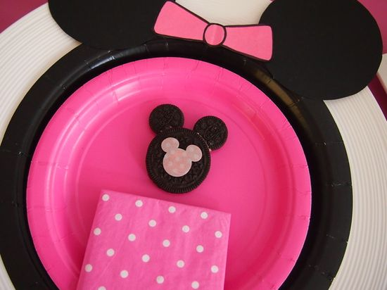 Table setting at a Minnie Mouse Party #minniemouse #party