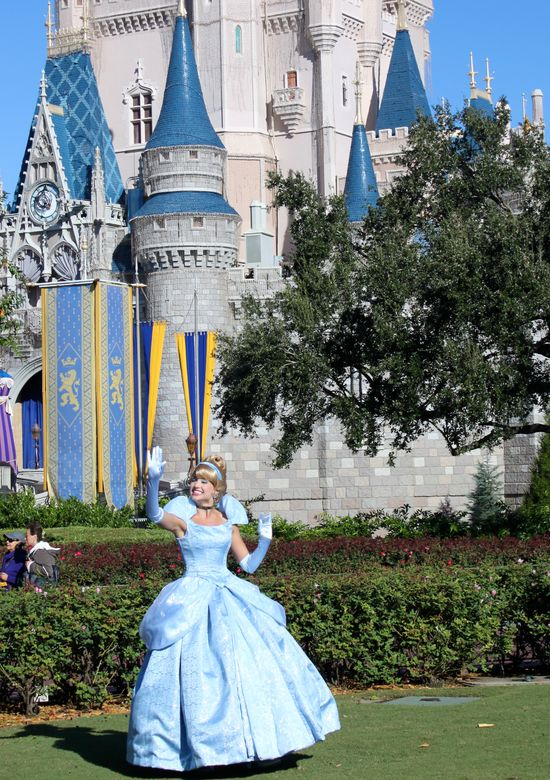 Rare appearance of Cinderella in front of her castle. Not during a show.