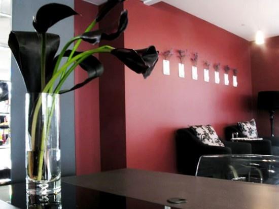 Black-Red-Interior-Design-and-Decorating