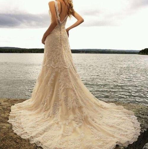 beautiful lace wedding dress #weddings www.BlueRainowDes...