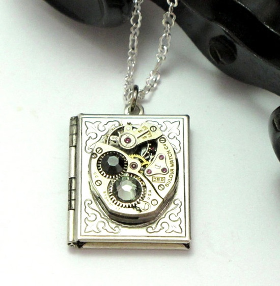 Locket vintage watch necklace by Mystic Pieces #steampunk #jewelry #mysticpieces #etsy