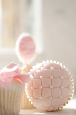 "Cupcake with ""quilted"" fondant and pearls. Such a nice pink."