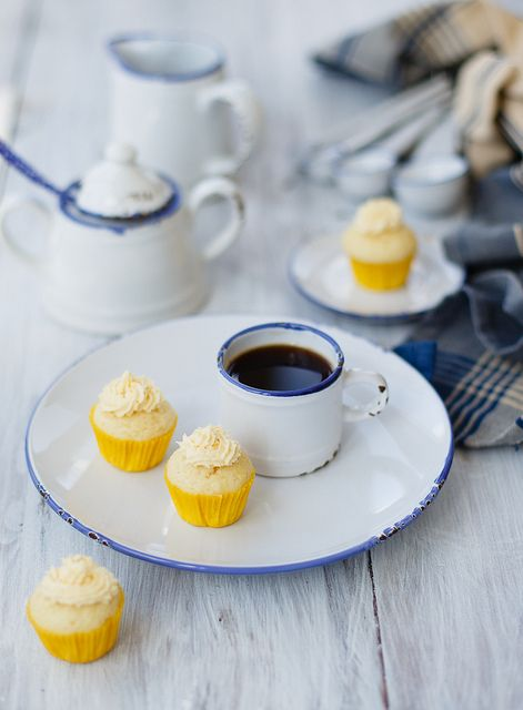 ... lemon cupcakes ...