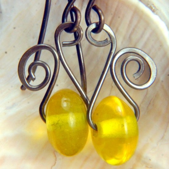 Simple twist, love this.  Will be great with my new beads I got.