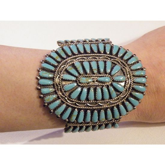 I love turquoise jewelry. Native American Turquoise jewelry? Extra love.