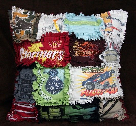 Ruffle pillow made of old t-shirts... How cool!