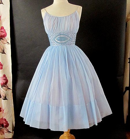 1950s vintage dress. Love it!