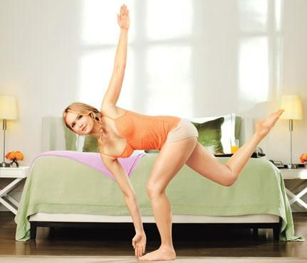 Tone-Anywhere Moves For Your Holiday Travels: Try the Leaning Tower to work obliques, butt and legs. #SelfMagazine