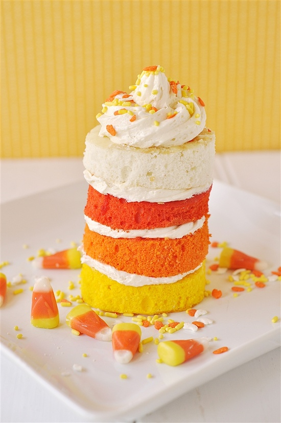 Halloween Candy Corn Cake (with tutorial). #food #Halloween #cake #autumn