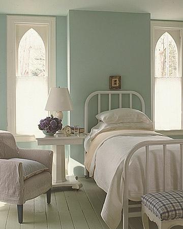 Simple pretty guestroom