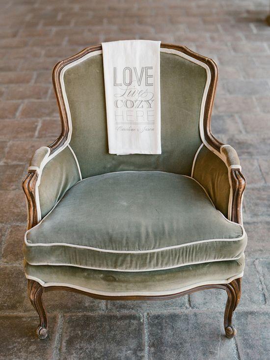 perfect green chair towel: wedding chicks photo: elizabeth messina