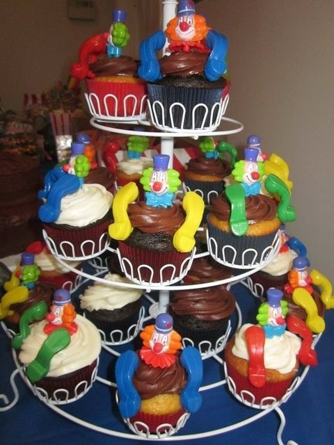Cupcakes at a Carnival Party #carnival #party