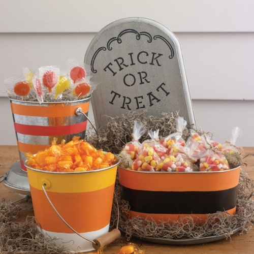 Good Halloween craft with Martha Stewart paint, paintmeplaid.com/...