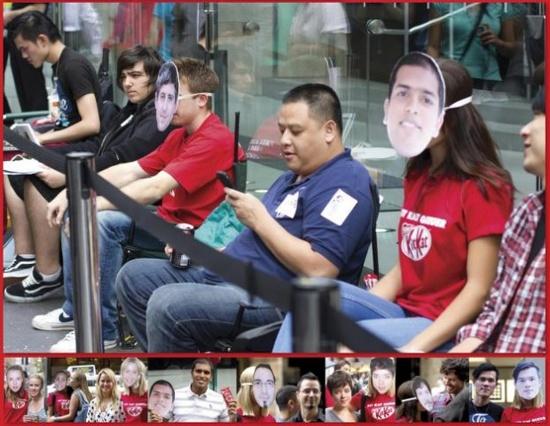 La gente hizo colas impresionantes frente a las Apple Store para ser los primeros en conseguir el iPad 2. Kit-Kat ofreció un servicio por el cual dos modelos se quedaban guardando el sitio mientras los consumidores podían ir  a tomarse un respiro. Les hacían una foto de su cara y se ponían una careta mientras estaban en su lugar de la cola.