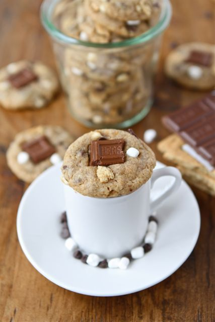 Mini S'mores Cookies on www.twopeasandthe... @Maria (Two Peas and Their Pod)