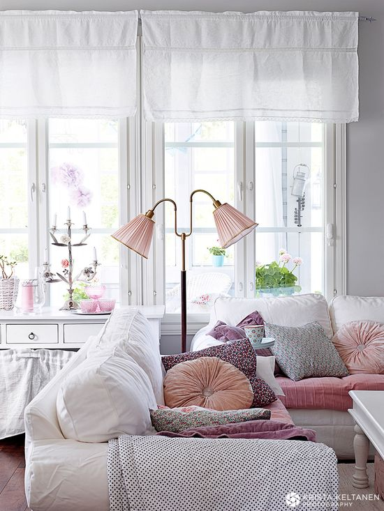 living room styling.. LOVE