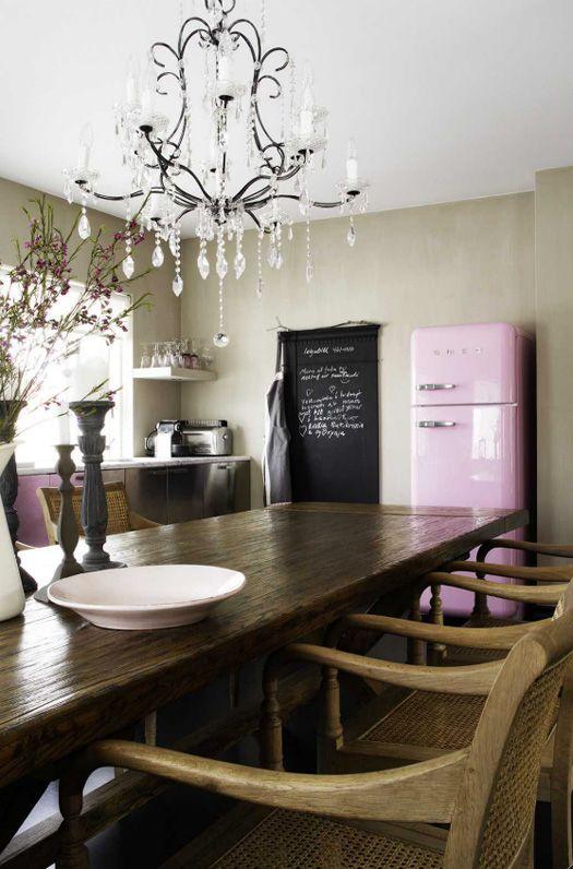 pink fridge?!?!? yes!