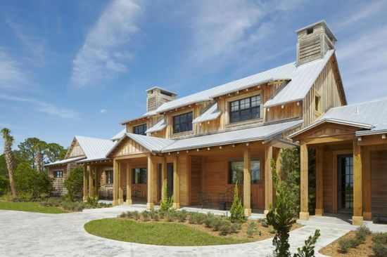 Stunning Traditional Ranch with Scenic View: Fancy Wooden House Architecture Ideas Ranch Estate In Florida