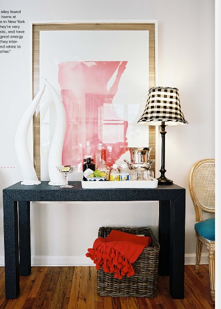 The perfect simple bar for a studio apartment