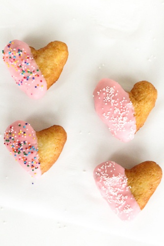 Food: Eleven Cute Valentine's Day Recipes  Oh my! > Eats // The best heart shaped donuts you'll ever have.
