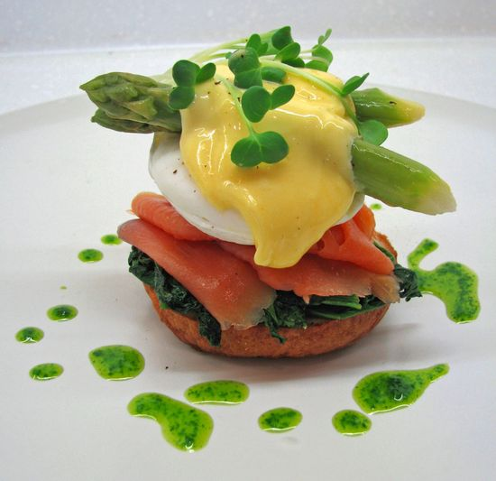 Eggs Florentine With Wild Salmon & Asparagus by jennfit.ca #Eggs_Florentine #Salmon